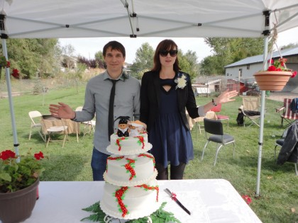 Mike and Kelly trolls wedding cake