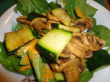 quick spinach zucchini mushroom salad